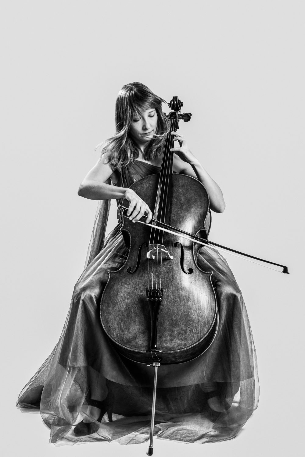 Isabel Gehweiler playing her cello, black and white picture