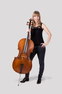Isabel Gehweiler in casual outfit with cello on side